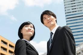 20代でも女性が無理なく年収600万円以上稼ぐための就職先とは?【パワーカップルの人生戦略】