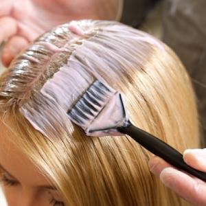 白髪染め疲れたやめたい!女性の本音の理由と楽な白髪対策について