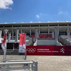 国際的大運動会の雰囲気を感じに、鶴見川を新横浜へ。