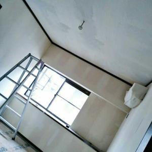 二部屋目6畳天井壁紙(リフォーム費累計¥51,505)