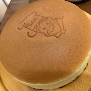 陸カフェROOM りくろーおじさんの焼き立てチーズケーキをすぐにいただけるカフェ。