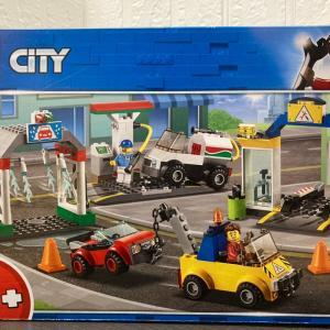 レゴ(LEGO) シティ 3台のクルマつき! ガソリンスタンドを作ってみました その1
