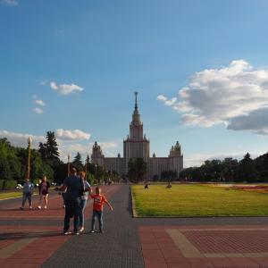 モスクワ大学**
