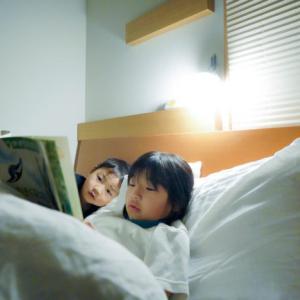 寝る前の絵本の読み聞かせ