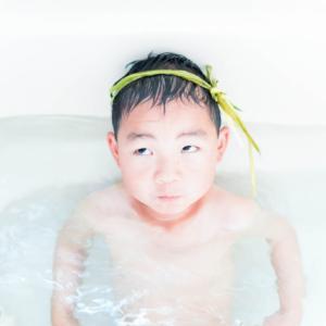 子供の日は菖蒲と記念撮影