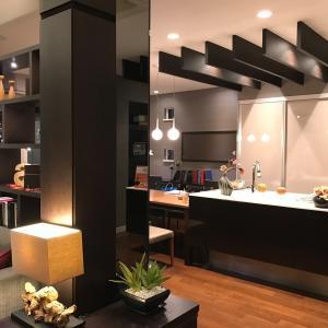 インテリア:抜けない柱に鏡を?床材と洗面台のリニューアル!