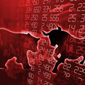 景気刺激策をめぐって株価がアップダウン