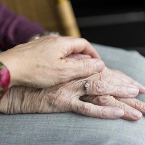 【成年後見制度】DINKs夫婦に知って欲しい老後の不安を解決する制度!