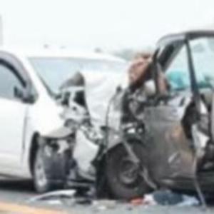 車同士の正面衝突、両方のドライバーが即死