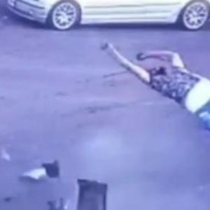 レバノンの交通事故、体操選手みたいになる