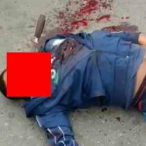 ナイフが顔に刺さったまま死亡している男