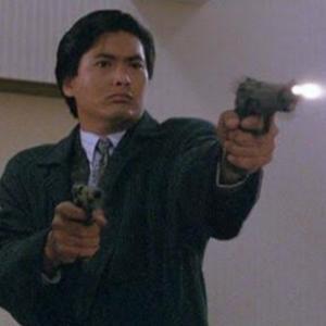 強盗が「二丁拳銃」で店員を殺す動画がヤバい。。