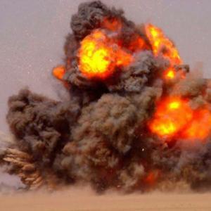 対戦車ミサイルを人間に撃ち込む動画、ヤバい。。