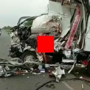 【交通事故】グシャグシャに潰れたトラックの助手席にいた赤ちゃんが。。→