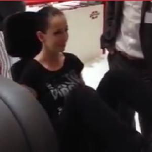 かわいい女の子がトレーニングマシンに脚を破壊される6秒動画