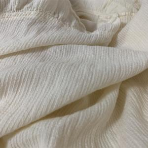 白いオーガニックコットンのナイトウェア(ナナデコール)