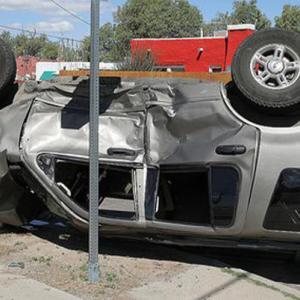 ニュース記事要約:マレーシア長距離バス事故で13人の怪我人(雑感:マレーシアで運転中によく見る光景)