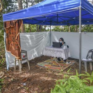 ニュース記事要約:父親が娘に丘の上にテントで勉強部屋を作る(雑感:親子への感謝)
