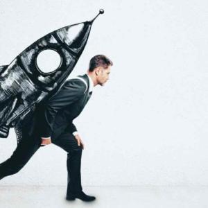 【即行動】将来が不安なサラリーマンがやるべきこと【お金•知識•スキル】