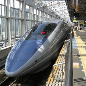 新幹線でコンセントが付いている車両・場所まとめ!