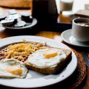 一人暮らしの朝ごはんは何がおすすめ?簡単でも毎日食べることが大事!