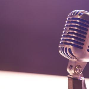 【ロンドン駐在の私が解説】英語のリスニングにおすすめのPodcast7選【初級・中級】