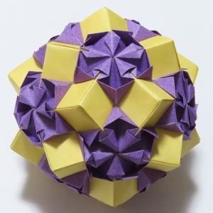 折り紙でくす玉づくり:YouTubeを参考に2点