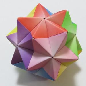 『かならず作れるユニット折り紙』から2点とセリアの折り紙