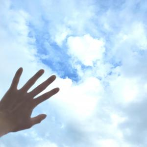 空は曇り、私は晴れ。