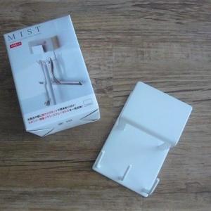 バスルームの壁面に取り付けるツールホルダー