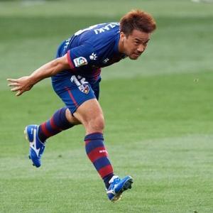 岡崎慎司がウエスカでのプレーがスペインで評価される理由はラ・リーガには珍しい選手だからだ!