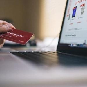 大学生がクレジットカードを持つメリット・デメリットを解説!