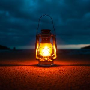 キャンプを照らす温もりのある光ランタン 必需品です!