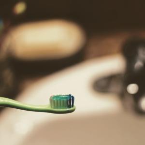 歯周病ケアしたらアトピーが改善した話(腹痛が治ってアトピーも改善した話)