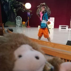 猿まわしを見ておさるさんにごはんをあげるなの。河口湖猿まわし劇場に遊びに行ったなの