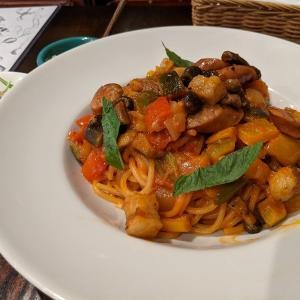 【日本大通りランチ】モチモチ野菜たっぷりナポリタンの横浜ベジナポ!|洋食バル 横浜ブギ