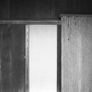 木板とトタン