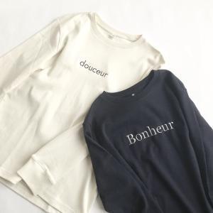 ユニクロ無地Tシャツにアルファベット刺繍&定番ルームシューズ