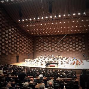 久しぶりの満席のコンサートホール、マスク姿の小林研一郎先生指揮の読響大阪公演