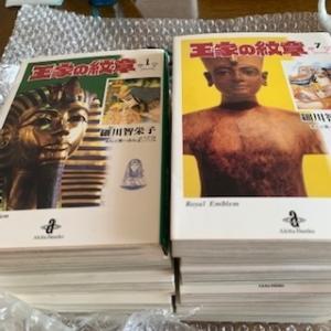 少女漫画「王家の紋章」をブックオフとメルカリで1~64巻まで購入。65巻と66巻は新品購入。全部でいくら?