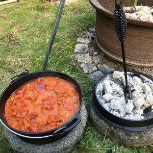 週末の庭ごはん ダッチオーブン