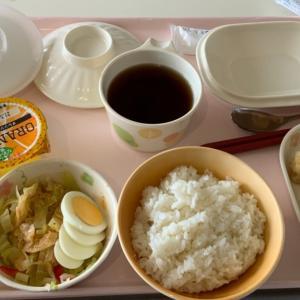 病院食 鳥のフリッターと卵サラダ