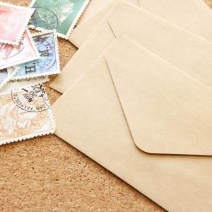結婚式招待状切手の位置は?封筒への貼り方の正しい方法について