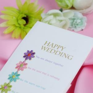 結婚式招待状返信メッセージ先輩や後輩への場合の文例・書き方は?