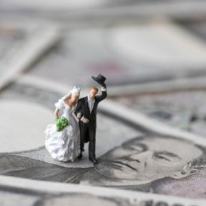 結婚式費用自己負担額はどれくらい?実際に支払う金額の目安について