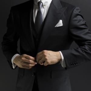 結婚式男性服装20代は?スーツの選び方のマナーと今時の着こなし術