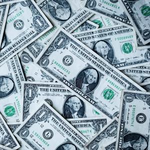 可能なら日本円以外の通貨で日本の銀行以外で投資しよう