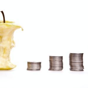 お金が貯まらない人は赤の他人にお金を搾取されているということ【資産運用】