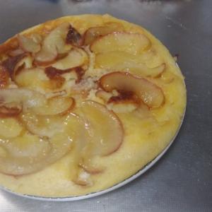 焼けたリンゴとカラメルが美味しい!フライパンで作るアップルケーキのレシピ