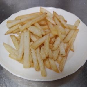 フライパンで作るフライドポテトのレシピ。フライドポテトの発祥なども解説。